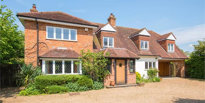 Guide Price £1,295,000, 4 Bedroom Detached House For Sale in Hertfordshire, HP3