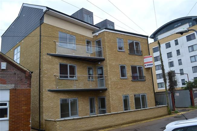 Guide Price £380,000, 2 Bedroom Flat For Sale in Hertfordshire, WD17