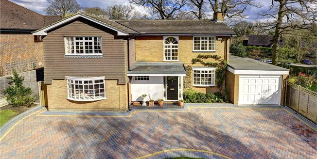 Guide Price £1,050,000, 4 Bedroom Detached House For Sale in Heronsgate, WD3