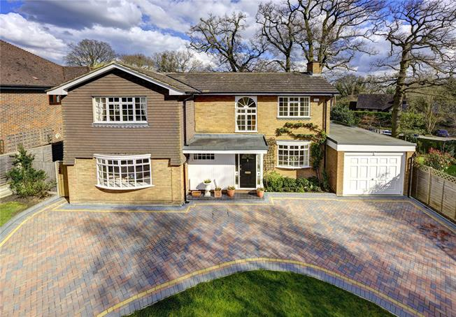 Guide Price £999,000, 4 Bedroom Detached House For Sale in Heronsgate, WD3