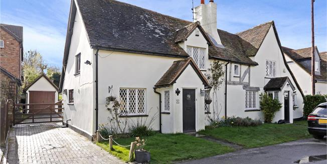 Guide Price £550,000, 2 Bedroom Semi Detached House For Sale in Hemel Hempstead, Hertford, HP3