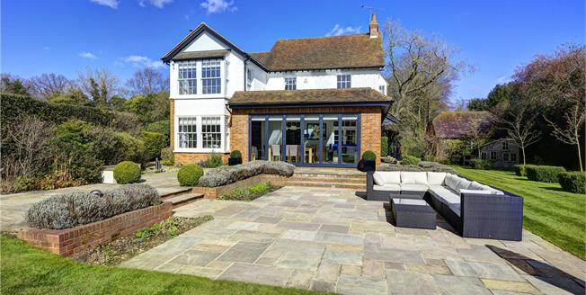 Guide Price £1,750,000, 5 Bedroom Detached House For Sale in Heronsgate, WD3