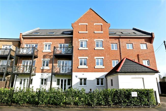 Guide Price £450,000, 2 Bedroom Flat For Sale in Rickmansworth, WD3