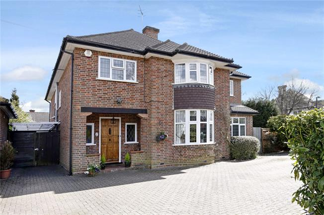 Guide Price £1,300,000, 5 Bedroom Detached House For Sale in Watford, WD17