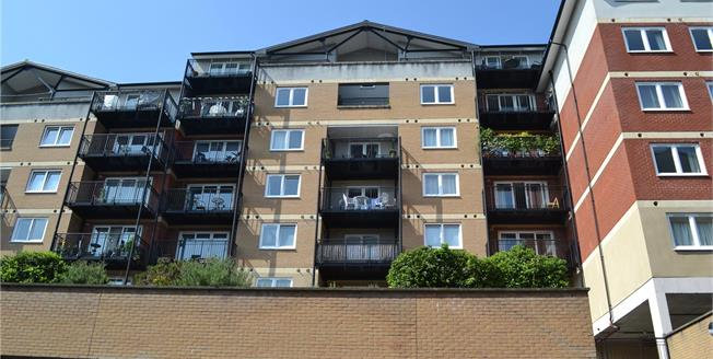 Guide Price £460,000, 2 Bedroom Flat For Sale in Rickmansworth, WD3