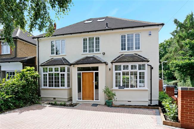 Guide Price £1,100,000, 4 Bedroom Detached House For Sale in Northwood, HA6