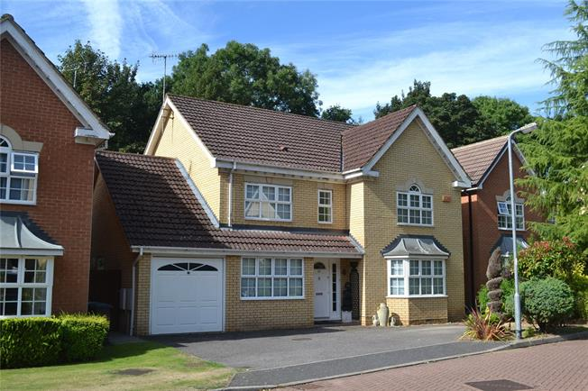 Guide Price £950,000, 4 Bedroom Detached House For Sale in Watford, WD17