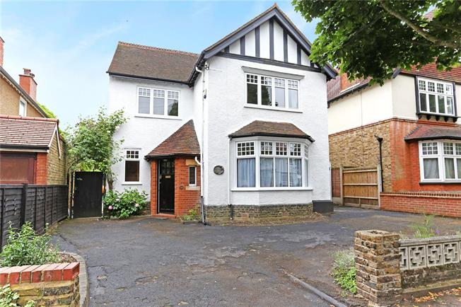 Guide Price £1,150,000, 5 Bedroom Detached House For Sale in Watford, WD17