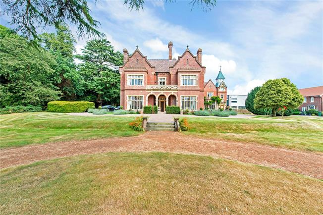 Guide Price £695,000, 2 Bedroom Flat For Sale in Croxley Green, WD3