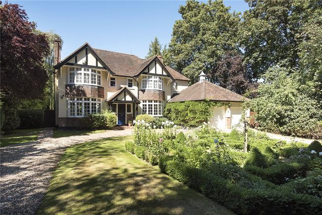 Guide Price £1,800,000, 6 Bedroom Detached House For Sale in Hertfordshire, WD3
