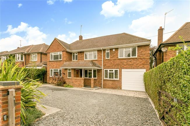 Guide Price £1,425,000, 5 Bedroom Detached House For Sale in Chorleywood, WD3