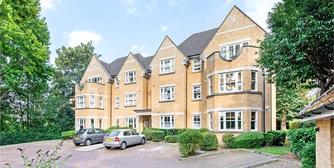 Guide Price £450,000, 2 Bedroom Flat For Sale in Watford, Hertfordshire, WD17