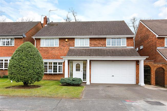 Guide Price £950,000, 5 Bedroom Detached House For Sale in Watford, WD17
