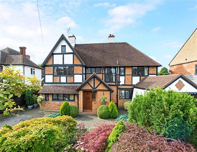 Offers in excess of £1,150,000, 4 Bedroom Detached House For Sale in Hertfordshire, WD17