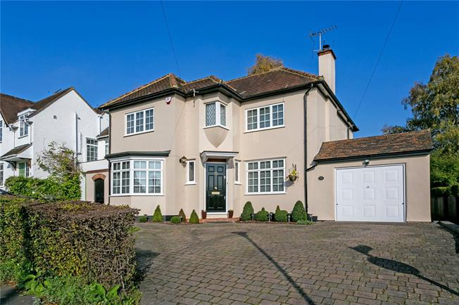 Guide Price £1,000,000, 4 Bedroom Detached House For Sale in Rickmansworth, WD3