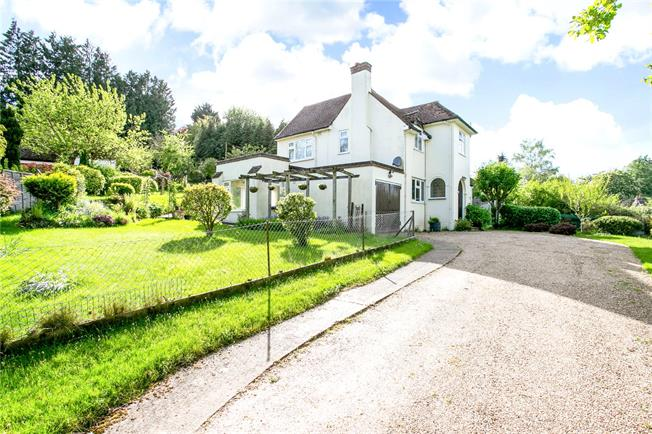 Guide Price £925,000, 4 Bedroom Detached House For Sale in Sarratt, WD3