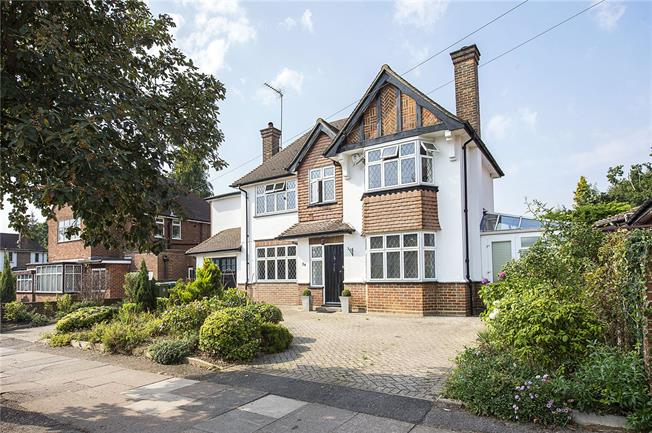 Offers in excess of £825,000, 4 Bedroom Detached House For Sale in Watford, WD17
