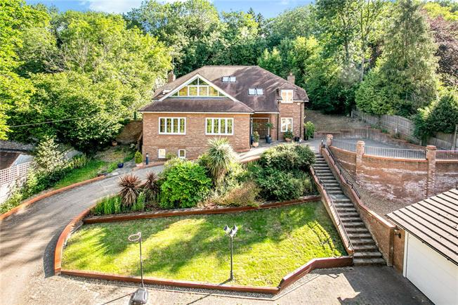 Guide Price £1,675,000, 6 Bedroom Detached House For Sale in Hertfordshire, WD3