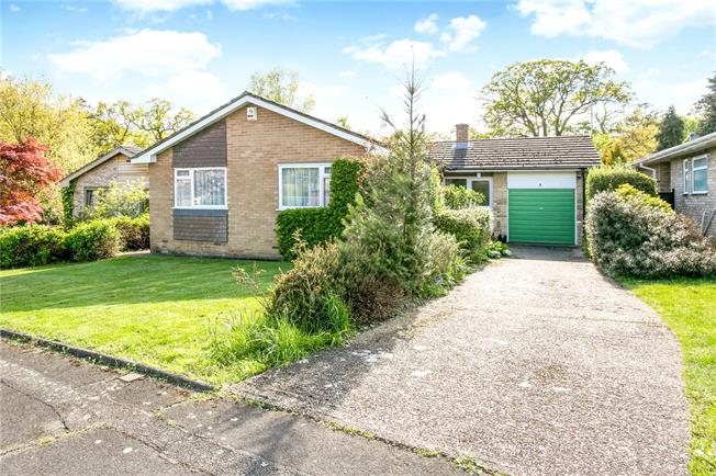 Guide Price £795,000, 2 Bedroom Bungalow For Sale in Heronsgate, WD3