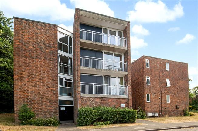 Guide Price £265,000, 1 Bedroom Flat For Sale in Middlesex, HA6