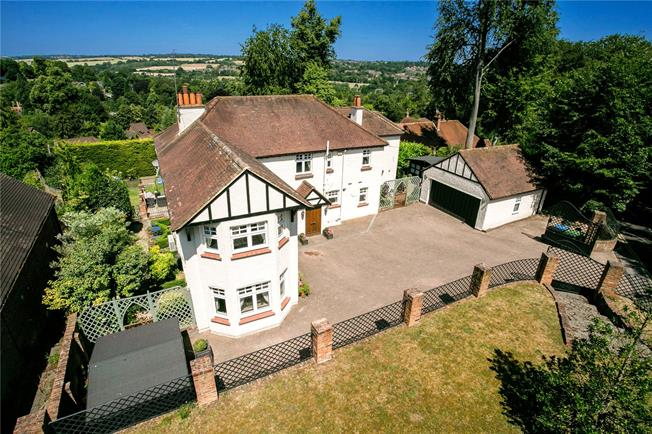 Guide Price £1,650,000, 6 Bedroom Detached House For Sale in Hertfordshire, HP3