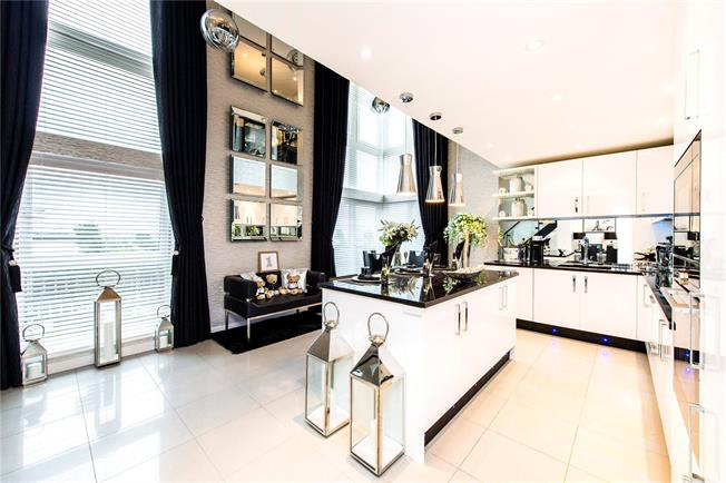 Guide Price £750,000, 3 Bedroom Flat For Sale in Watford, Hertfordshire, WD18