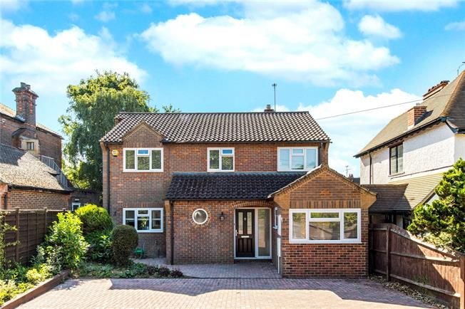 Guide Price £840,000, 4 Bedroom Detached House For Sale in Watford, WD17