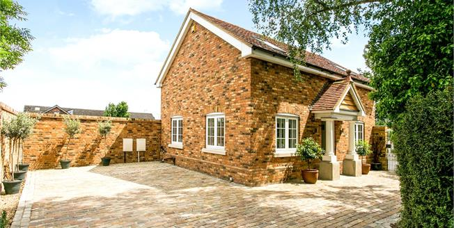 Guide Price £775,000, 3 Bedroom Detached House For Sale in Hertfordshire, WD17