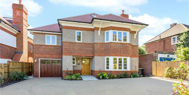 Asking Price £1,200,000, 5 Bedroom Detached House For Sale in Kings Langley, WD4