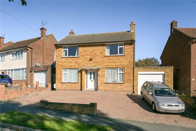 Guide Price £630,000, 3 Bedroom Detached House For Sale in Mill End, WD3