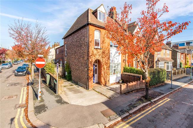 Guide Price £430,000, 3 Bedroom Flat For Sale in Watford, WD17
