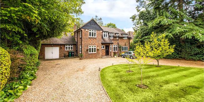 Guide Price £1,650,000, 5 Bedroom Detached House For Sale in Loudwater, WD3