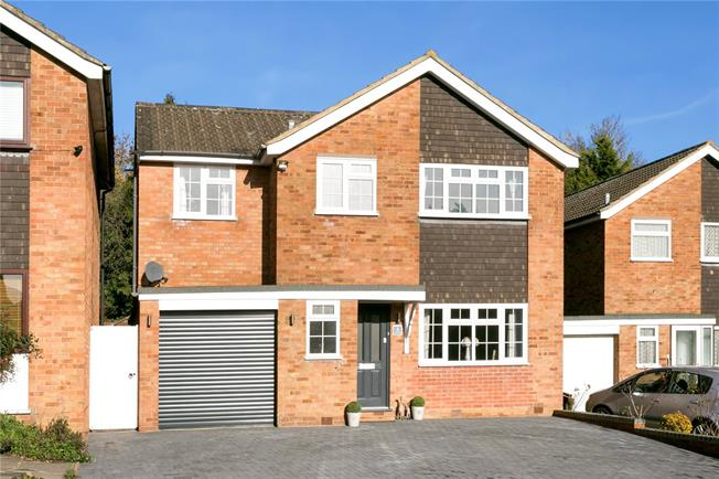 Guide Price £650,000, 4 Bedroom Detached House For Sale in Maple Cross, WD3