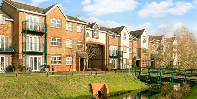 Guide Price £359,500, 2 Bedroom Flat For Sale in Rickmansworth, WD3