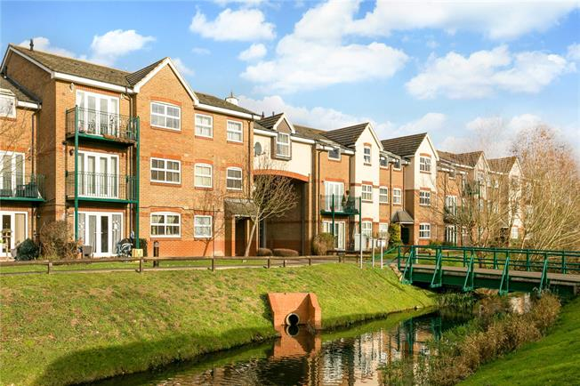 Guide Price £375,000, 2 Bedroom Flat For Sale in Rickmansworth, WD3