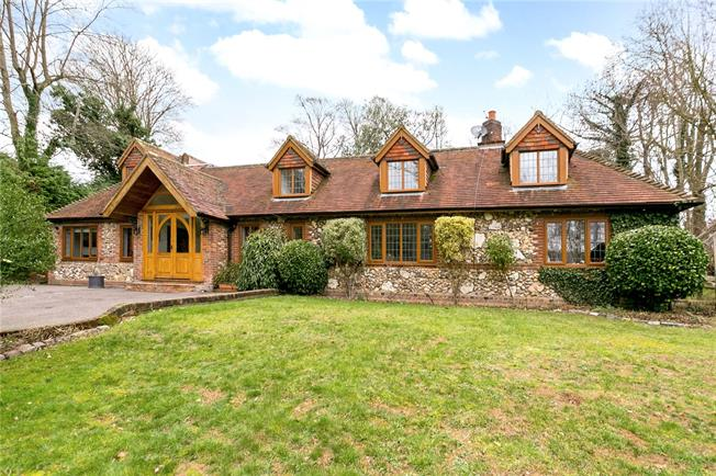 Guide Price £895,000, 4 Bedroom Detached House For Sale in Kings Langley, WD4