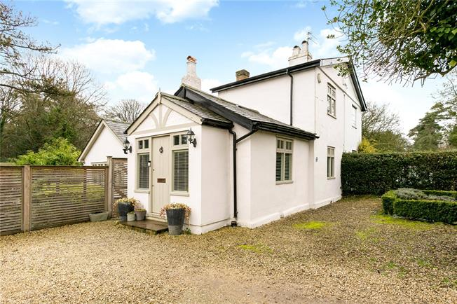 Guide Price £765,000, 3 Bedroom Semi Detached House For Sale in Heronsgate, WD3