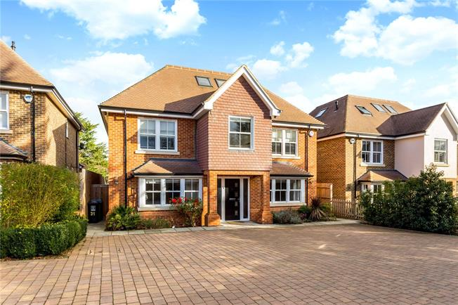 Guide Price £1,300,000, 6 Bedroom Detached House For Sale in Watford, WD17