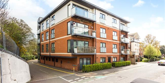 Guide Price £425,000, 2 Bedroom Flat For Sale in Rickmansworth, Hertfordsh, WD3