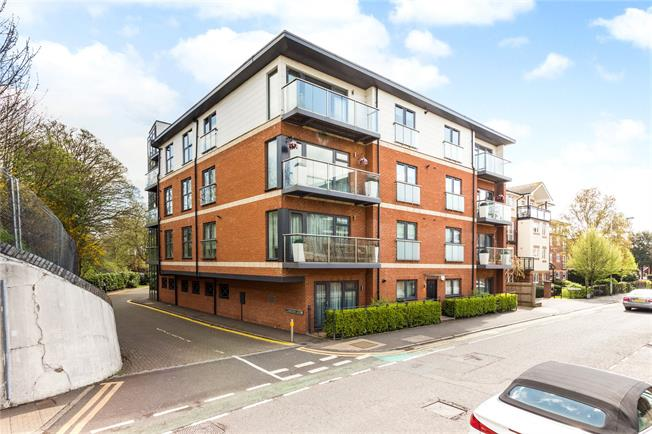 Guide Price £425,000, 2 Bedroom Flat For Sale in Rickmansworth, WD3