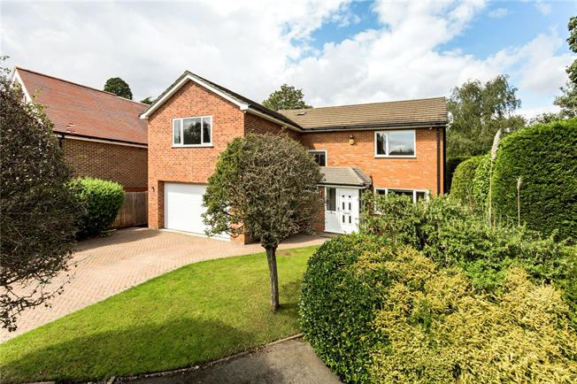 Guide Price £1,195,000, 5 Bedroom Detached House For Sale in Watford, WD17