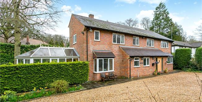 Guide Price £1,425,000, 5 Bedroom Detached House For Sale in Rickmansworth, WD3