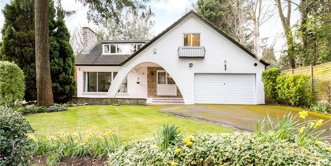 Guide Price £1,195,000, 4 Bedroom Detached House For Sale in Rickmansworth, WD3