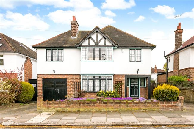 Guide Price £985,000, 5 Bedroom Detached House For Sale in Watford, WD17