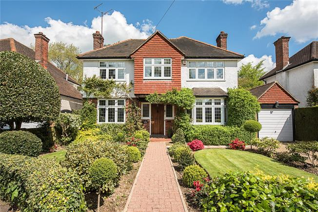Guide Price £1,225,000, 4 Bedroom Detached House For Sale in Croxley Green, WD3