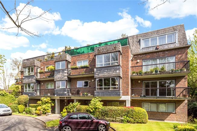 Guide Price £650,000, 3 Bedroom Flat For Sale in Northwood, Middlesex, HA6