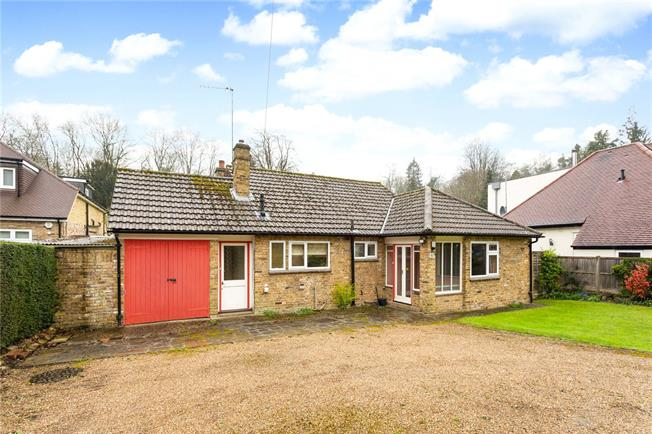 Guide Price £900,000, 3 Bedroom Bungalow For Sale in Rickmansworth, WD3