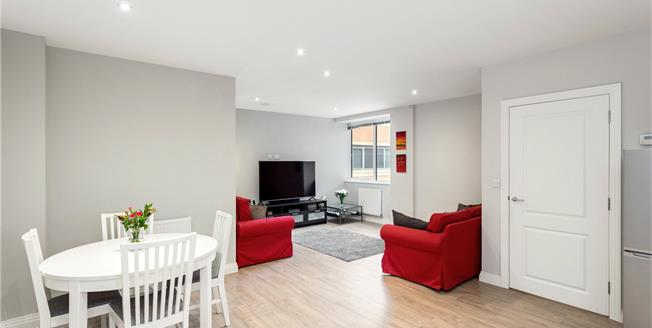 Guide Price £315,000, 1 Bedroom Flat For Sale in Rickmansworth, Hertfordsh, WD3
