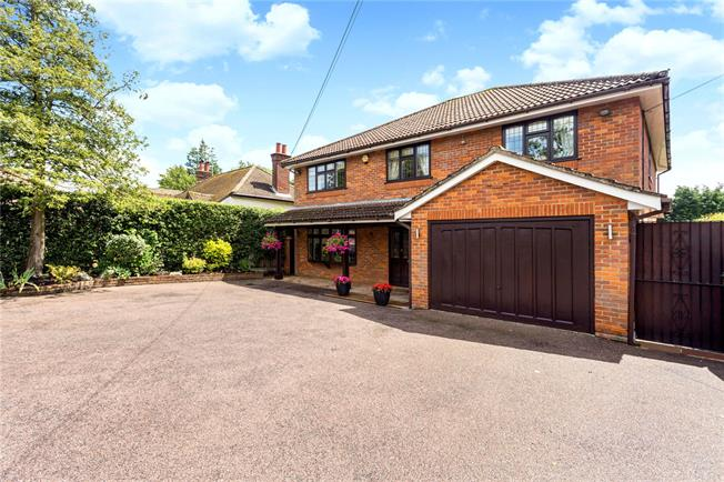 Guide Price £1,175,000, 4 Bedroom Detached House For Sale in Bovingdon, HP3
