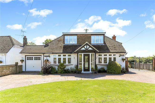 Guide Price £1,150,000, 3 Bedroom Bungalow For Sale in Hemel Hempstead, HP3